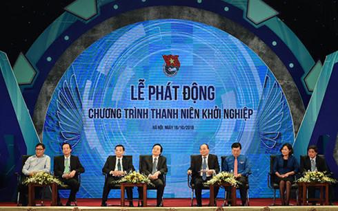 Thủ tướng và lãnh đạo các bộ, ban ngành đối thoại với thanh niên và sinh viên.