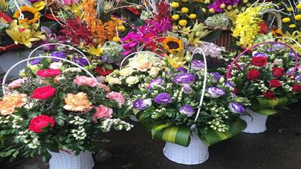 Những lãng hoa như thế này có giá từ 250.000 đồng đến 350.000 đồng.