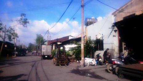Nếu dễ dàng di chuyển nhà xưởng thì các doanh nghiệp tại đây đã rời khỏi Khu tiểu thủ công nghiệp Lê Minh Xuân từ lâu