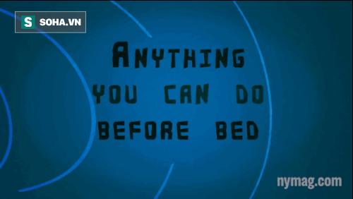 Trước khi ngủ chỉ cần thò chân ra để làm mát cơ thể.