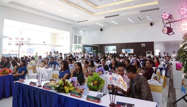 Khách hàng tham gia sự kiện của TNR Holdings.