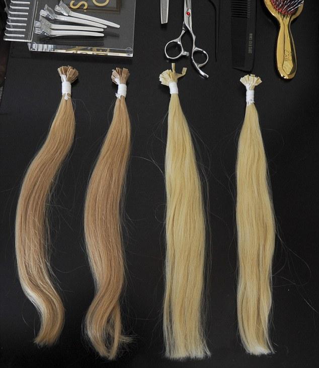 Nhuộm màu tóc là một khâu quan trọng để làm ra những bộ tóc giả.