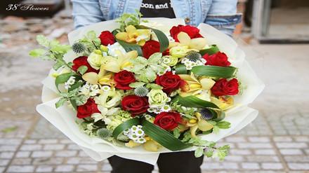 """Những bó hoa tươi nhập khẩu được """"săn đón"""" bởi mẫu mã sang trọng, cầu kì nhưng giá thành lại vô cùng đắt đỏ."""