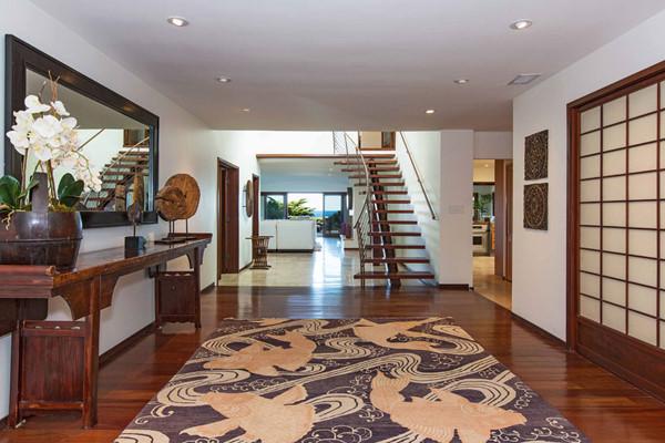 Căn biệt thự có 5 phòng ngủ, 5 nhà tắm với giá thuê mỗi tháng là 95.000 USD.