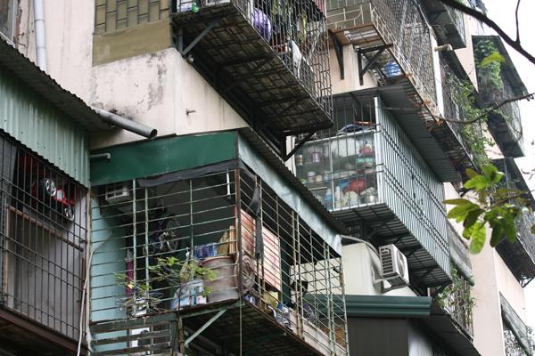 Nhìn không khác gì một chung cư cũ xây dựng từ thời bao cấp.