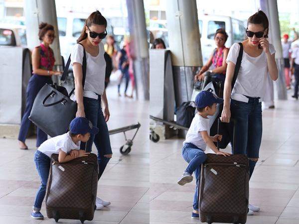Subeo có lúc cũng nhõng nhẽo, đòi trèo lên vali mẹ để ngồi.