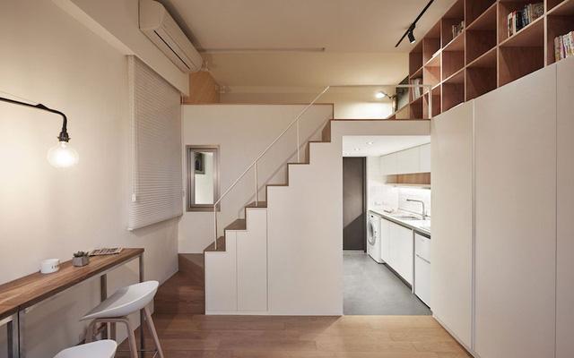 Không gian nghỉ ngơi được đưa lên gác xép nhường lại khoảng không phía dưới cho phòng khách, bếp, nhà tắm.