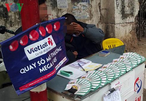 Một điểm có bán loại hình xổ số Mega 6/45 trên đường Minh Khai, Hà Nội.