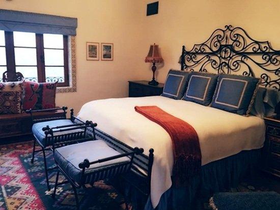 Phòng ngủ sang trọng mang dấu ấn của các tòa lâu đài cổ ở châu Âu.