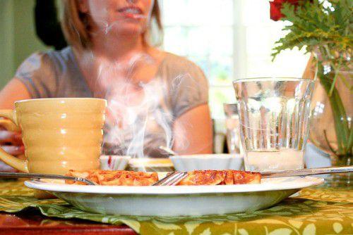 Đồ ăn quá nóng là một trong những tác nhân gây ung thư thực quản. (Ảnh minh họa).