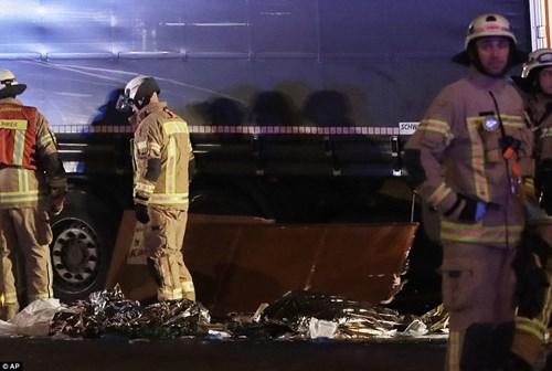 Vụ khủng bố chợ Giáng sinh diễn ra chỉ vài giờ sau khi đại sứ Nga bị bắn chết ở Ankara, Thổ Nhĩ Kỳ.