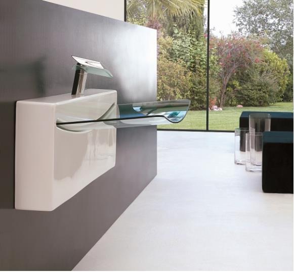 Hình dáng trong suốt và lạ mắt, chiếc bồn rửa sẽ tạo nên điểm nhấn cho phòng tắm của bạn.