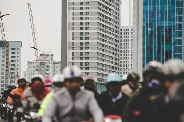 Tình trạng các tòa nhà cao tầng, dự án chung cư mọc lên như nấm trong vài năm gần đây ở hai bên đường là nguyên nhân chính khiến hạ tầng giao thông khu vực này càng thêm quá tải.