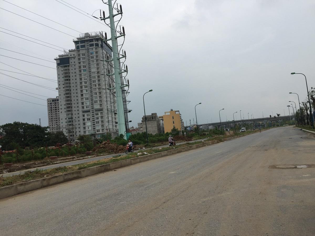 Phía trước dự án Sunshine Riverside là con đường đôi mới được mở rộng.