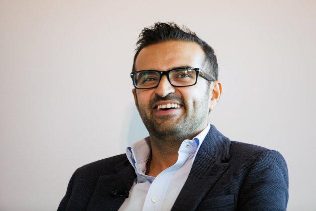 """Tôi muốn trở thành doanh nhân để giúp đỡ cho gia đình, giúp đỡ những người tị nạn ngày ngày phải đối mặt với cái chết"""", Thakkar chia sẻ trong cuộc phỏng vấn."""