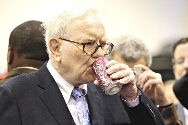 Warren Buffett uống 5 lon coca mỗi ngày.