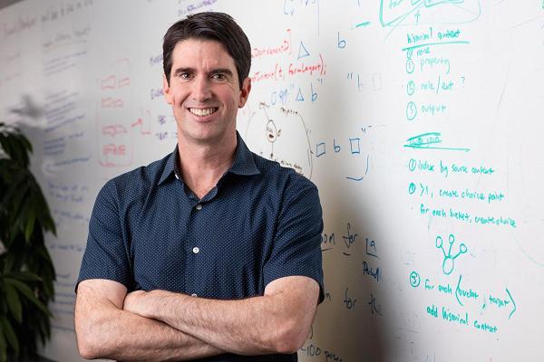 Adam Cheyer, người phát minh ra Siri - ứng dụng điều khiển tự động bằng giọng nói trên iPhone. Ảnh: CNBC.