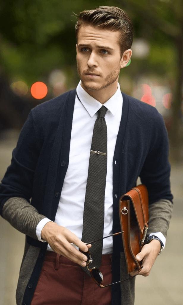 Mọi nam giới từ chàng trai đôi mươi đến quý ông thành đạt đều cần có những chiếc cà vạt.