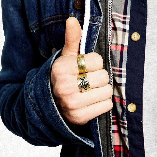 Việc đeo nhẫn mang tới rất nhiều lợi ích về phong thủy, sức khỏe và phong cách thời trang cho đấng mày râu.