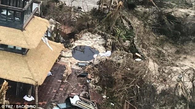 """Viết trên trang cá nhân, tỷ phú Branson nhấn mạnh: """"Như các bạn có thể thấy trên những bức ảnh, phần lớn nhà cửa và cây cối được trồng trên đảo Necker đã bị phá hủy hoặc hư hại nghiêm trọng. Chúng tôi cảm nhận đầy đủ sức hủy diệt của cơn bão kỷ lục trên Đại Tây Dương""""."""