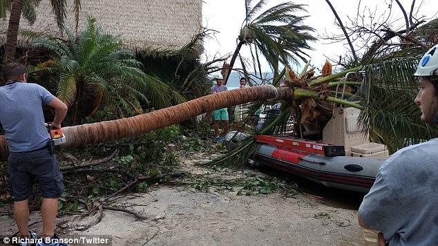 Nỗ lực khắc phục hậu quả của bão đang được tiến hành trên đảo Necker.