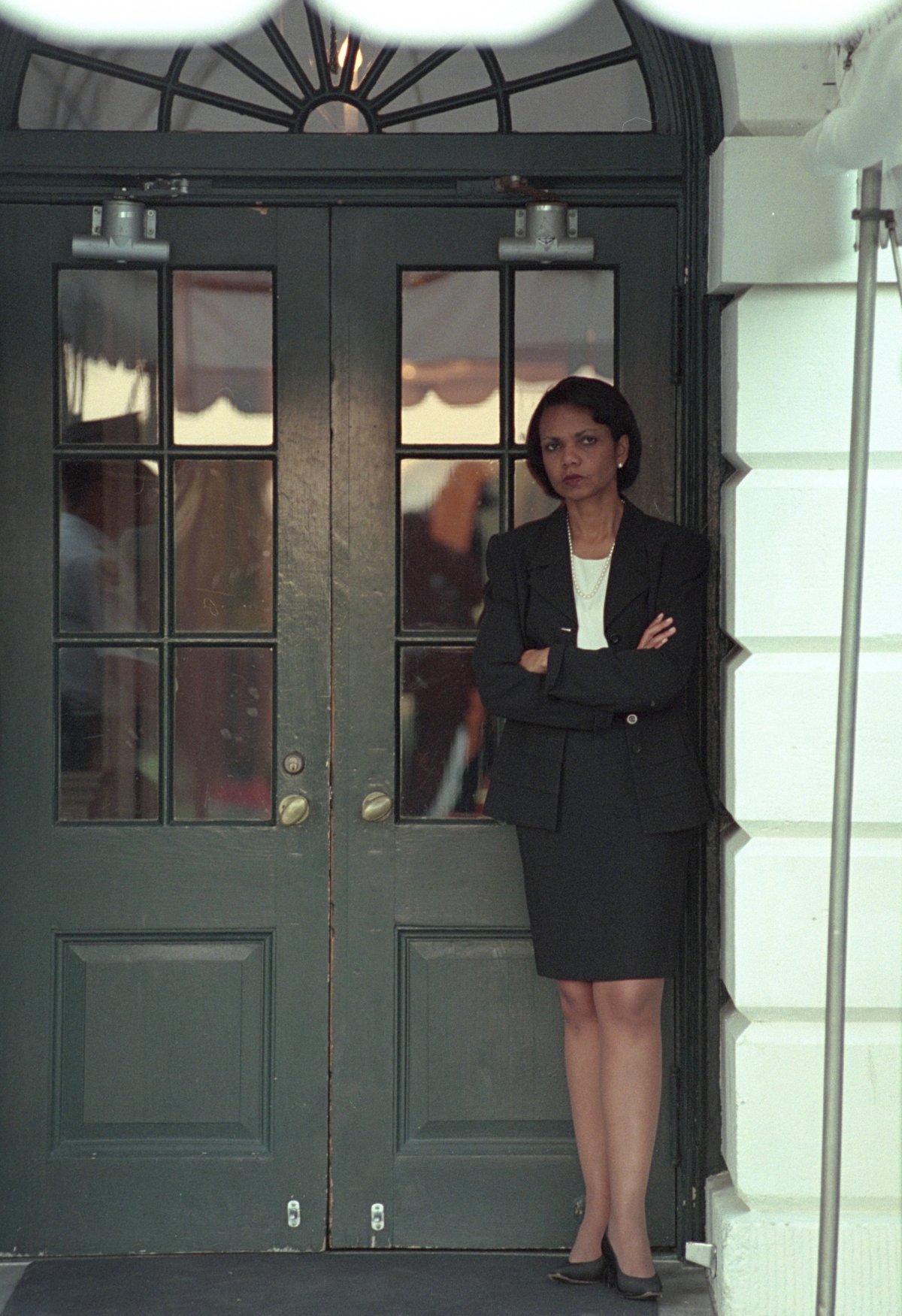 Cố vấn An ninh Quốc gia Condoleezza Rice đợi Tổng thống Bush ở Nhà Trắng, nơi ông chưa trở về ngay lập tức sau khi vụ khủng bố xảy ra.