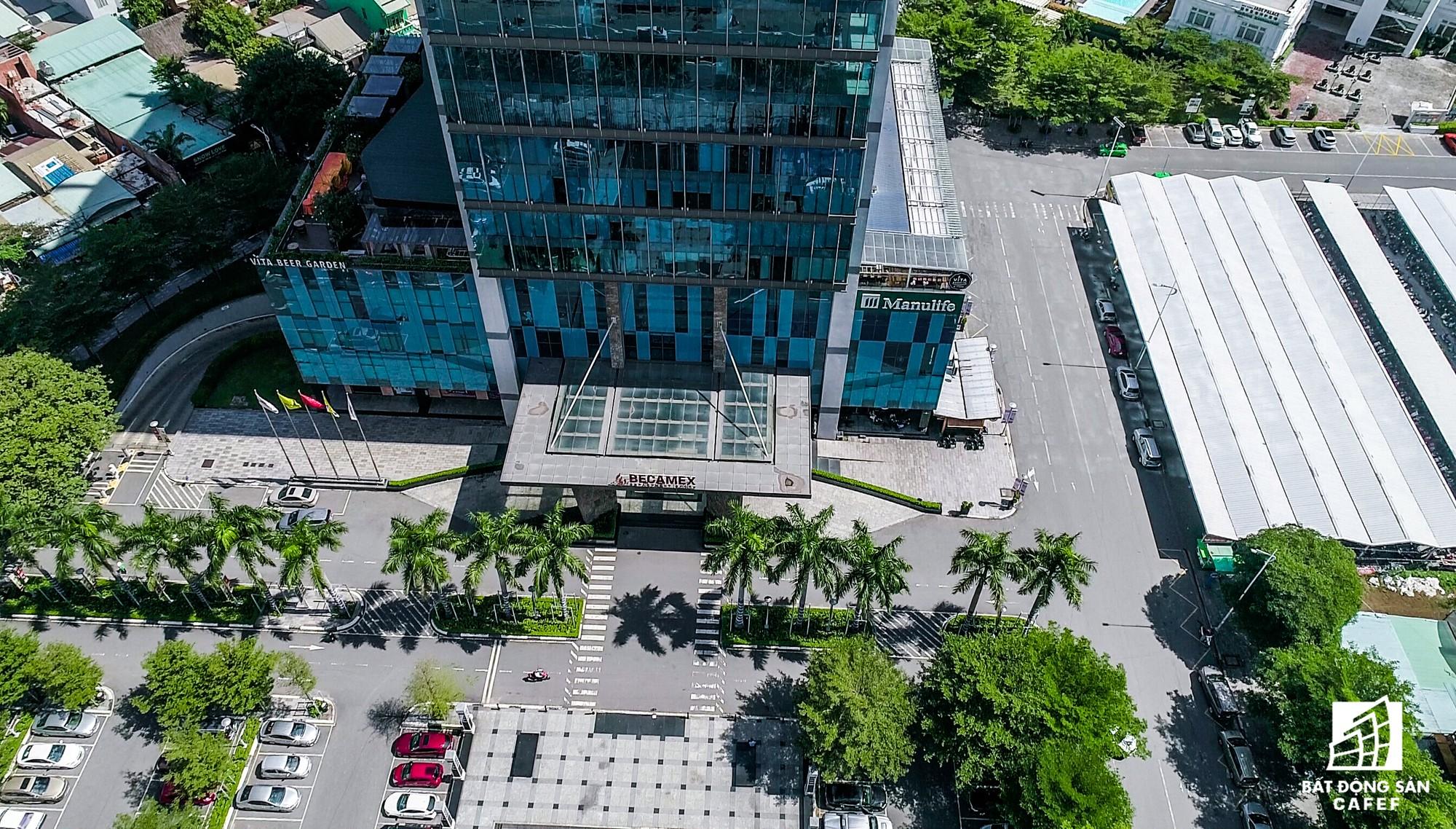 Được thi công ngay mặt tiền Đại lộ Bình Dương, nằm 1 sốh thành thị mới Bình Dương dao động 7km, Tổ hợp Becamex Tower đang là khu nhà ở diện tích nhất tỉnh Bình Dương. Bên cạnh là 1 số khu công nghiệp VSIP cũng của công ty này đầu tư.