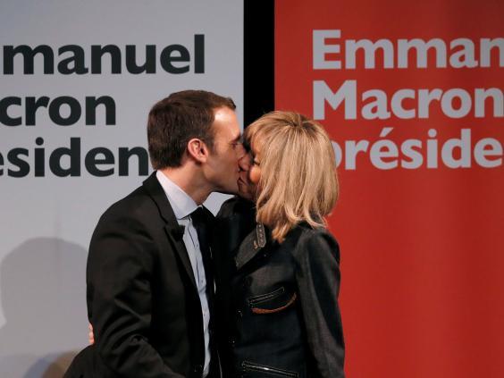 Ông Macron và vợ tại chiến dịch tranh cử tổng thống.