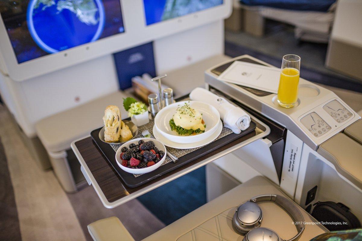 Hãng hàng không phục vụ những món ăn mỹ vị, theo đúng tiêu chuẩn.