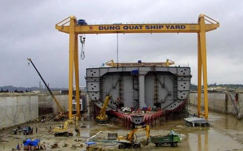 Nhà máy đóng tàu Dung Quất - Một trong số các dự án nghìn tỷ thua lỗ. (Ảnh KT)