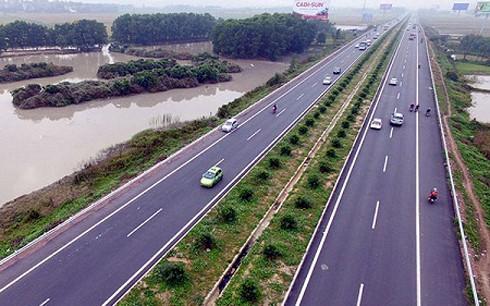 Các dự án giao thông tăng cường tính kết nối, thúc đẩy phát triển vùng.(Ảnh minh họa: KT)