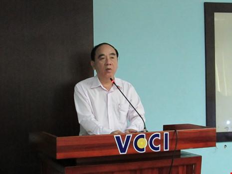 Ông Võ Hùng Dũng thông tin về tình hình cá tra tại cuộc họp ngày 4-4. Ảnh: N.NAM