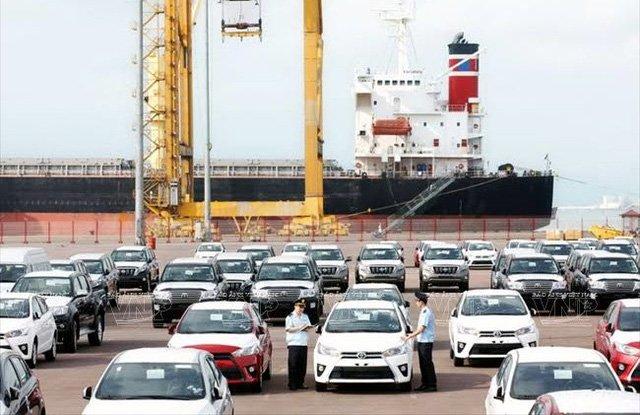 Xe nhập khẩu về Việt Nam ngày càng nhiều