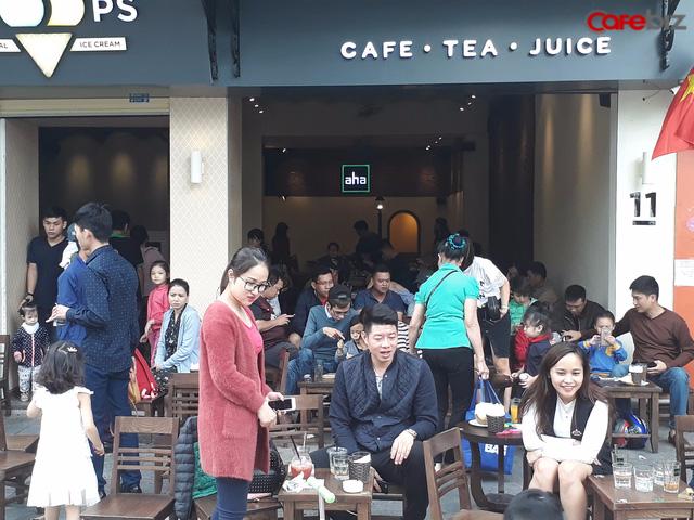 Aha Cafe tại 11 Hàng Khay, Hà Nội.