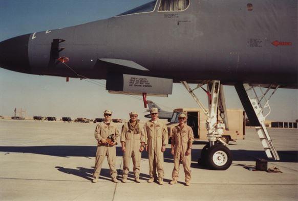 Một số phi công Mỹ trước khi khởi động chiến dịch Cáo sa mạc. Ảnh: ACC
