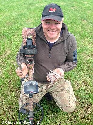 Anh Derek McLennan phát hiện kho báu từ thời Viking