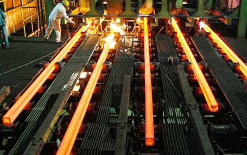 Nhiều chuyên gia trong ngành thép cho rằng, thuế tự vệ chỉ là biện pháp tạm thời giúp các doanh nghiệp yên tâm sản xuất (Ảnh minh họa: KT)