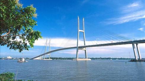 Với nhiều lợi thế, vùng đồng bằng Sông Cửu Long đang chờ có tuyến cao tốc kết nối vùng để cất cánh.