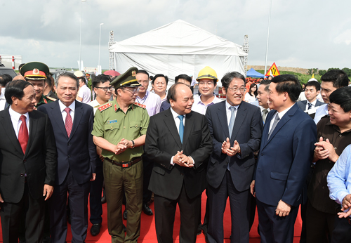 Thủ tướng Nguyễn Xuân Phúc và các đại biểu tại buổi lễ. Ảnh: VGP/Quang Hiếu