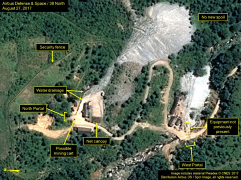 Bãi thử Punggye-ri nhìn từ vệ tinh có 1 số cổng phía Bắc (North Portal), cổng phía Nam (South Portal), hàng rào an ninh (security fence)... (Ảnh: 38 North)