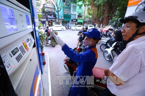 Từ ngày 5/9, giá xăng A92 tăng thêm 306 đồng/lit. Ảnh: Minh Quyết/TTXVN