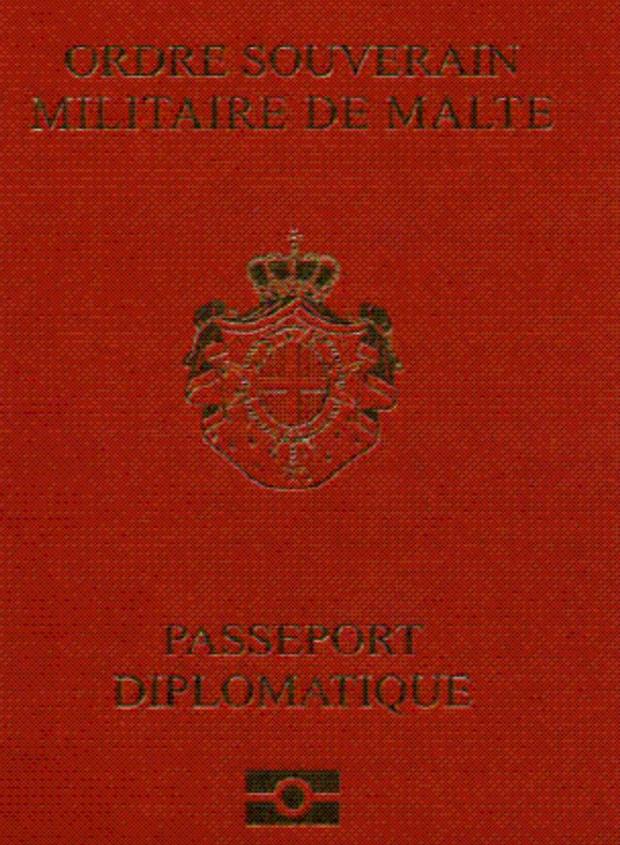 Cuốn hộ chiếu màu đỏ của Dòng Chiến sĩ Toàn quyền Malta hiếm tới nỗi chỉ có 500 người trên thế giới sở hữu nó.