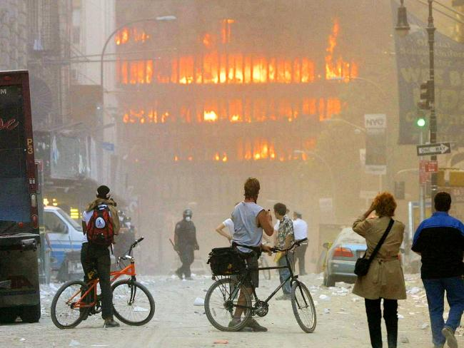 Những người chứng kiến cũng bất lực trước thảm họa kinh hoàng.