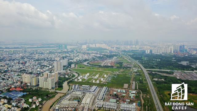 Khu liên hợp thể thao Rạch Chiếc kết nối khá thuận lợi với hệ thống giao thông hiện hữu tại khu Đông.