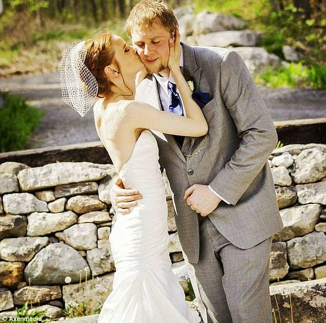 Carly White và chồng trước khi bị đột quỵ não.