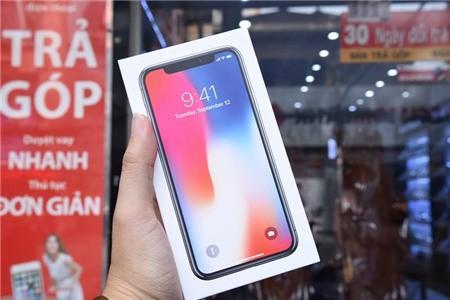iPhone X trong ngày đầu về Việt Nam hôm 3/11.