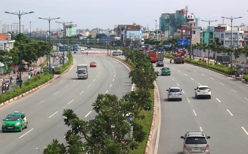 Đường Phạm Văn Đồng được đầu tư theo hình thức BT khi đưa vào sử dụng đã góp phần giải quyết bài toán ùn tắc cho TP HCM Ảnh: THÀNH ĐỒNG