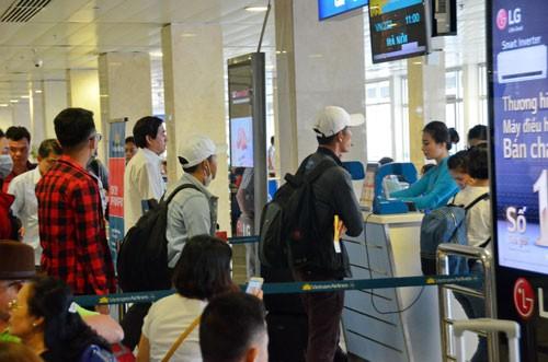Thời điểm này, hành khách khó mua được vé giá thấp bay trong dịp Tết Ảnh: TẤN THẠNH