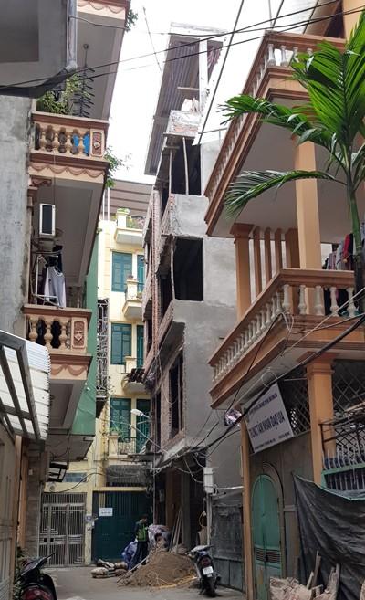 Phần đua các tầng của ngôi nhà số 26 đã được xây dựng kiên cố.