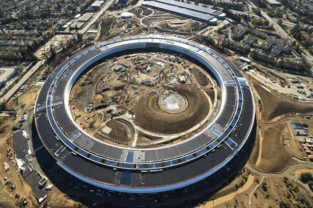Nhìn từ trên cao, trụ sở Apple Campus 2 trông giống hệt một phi thuyền đang chao liệng trong vũ trụ.